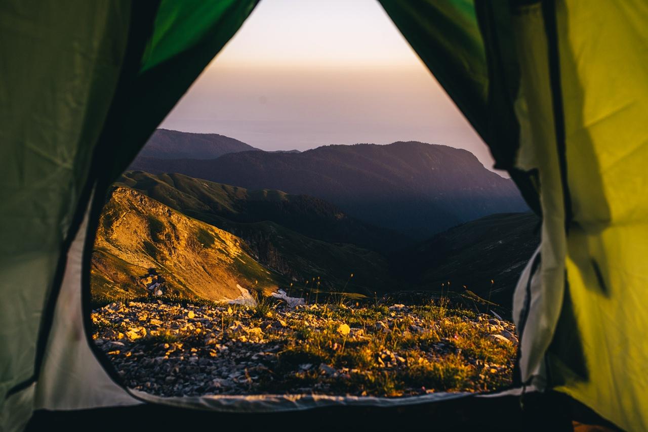 правильно выбрать место палатку выбор поставить бивак лагерь ночевка поход горы восхождение